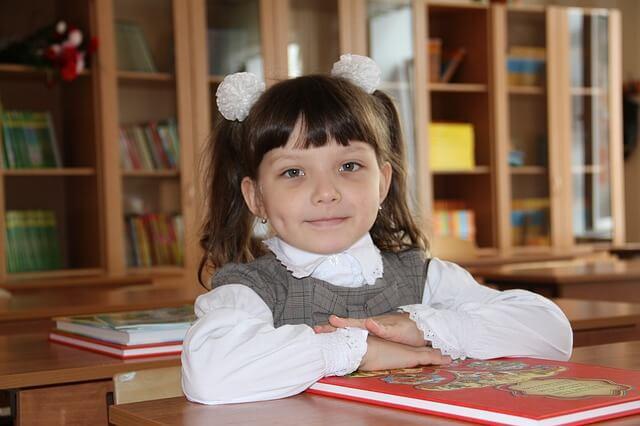 dziewczynka na lekcji