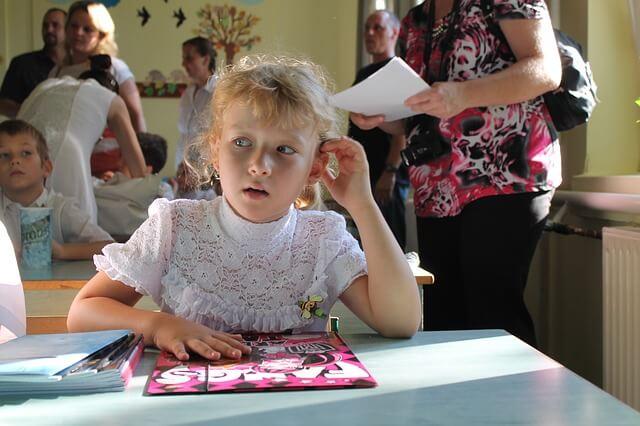 uczennica na lekcji w szkole