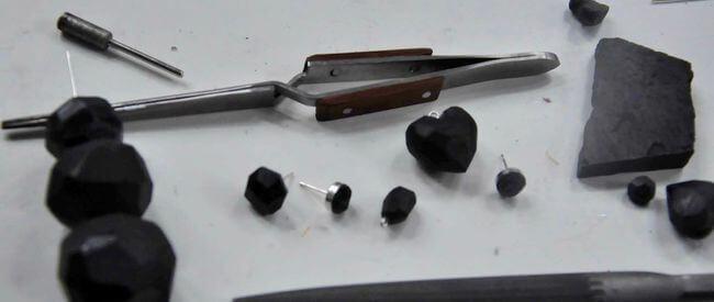 Narzędzia do wyrobu biżuterii z węgla kamiennego