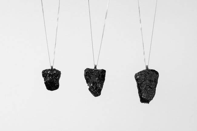 Naszyjnik z węgla
