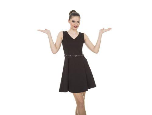 Kobieta w małej czarnej