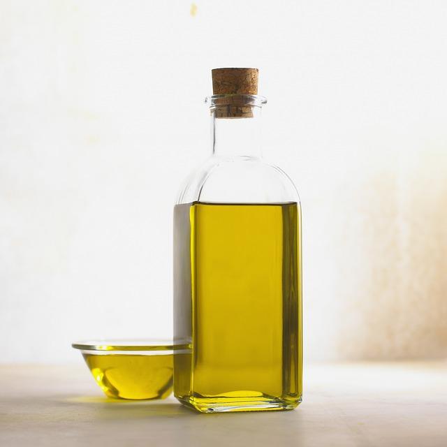 Olej w buteleczce z korkiem
