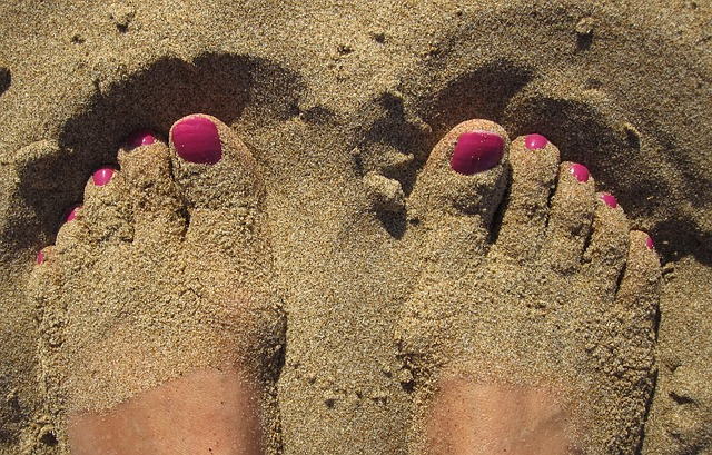 Stopy w piachu
