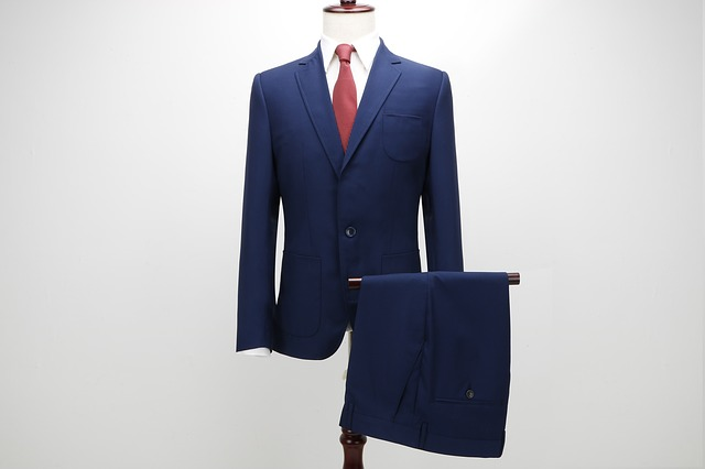 Męski garnitur i spodnie