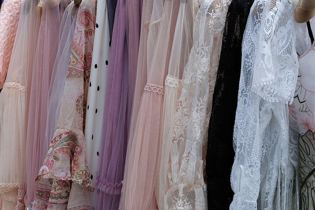 sukienka-wieczorowa-długa-ozdobna